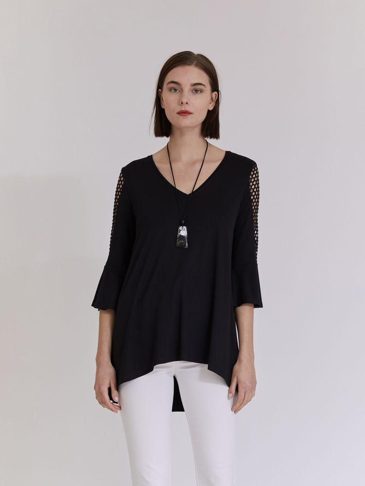 Ασύμμετρη μπλούζα με κολιέ